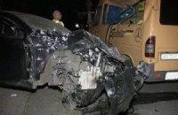 У Києві таксі через перевищення швидкості опинилося на даху мікроавтобуса