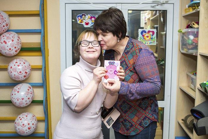 Лариса Самсонова з донькою Наталею на святкувнні дня святого Валентина в центрі Родина