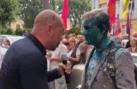 Шабуніна облили зеленкою на акції в Києві (оновлено)