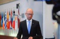 Яценюк: ответом на действия России могут быть лишь санкции, жесткая дипломатия и сильные войска