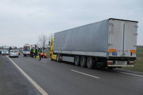 Украинский дальнобойщик погиб из-за ДТП в очереди на польской границе