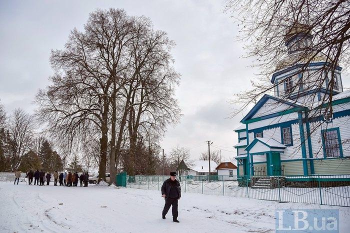 Община села Ворсовка в Житомирской области решила перейти из УПЦ МП в ПЦУ. Их священник переход не поддержал