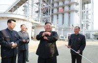 Северокорейское СМИ показало фото Ким Чен Ына на открытии завода