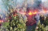 Вулканическая лава на Гавайях подбирается к электростанции
