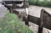 Паводок на Бистриці пошкодив автомобільний міст в Івано-Франківській області
