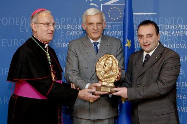 Премия президенту Европарламента Ежи Каролю Бузеку
