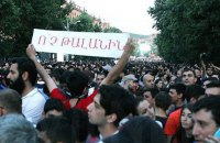Протест у Вірменії розколовся