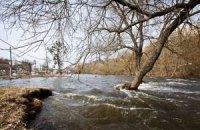 В Житомире талой водой заливает улицы и частные дома