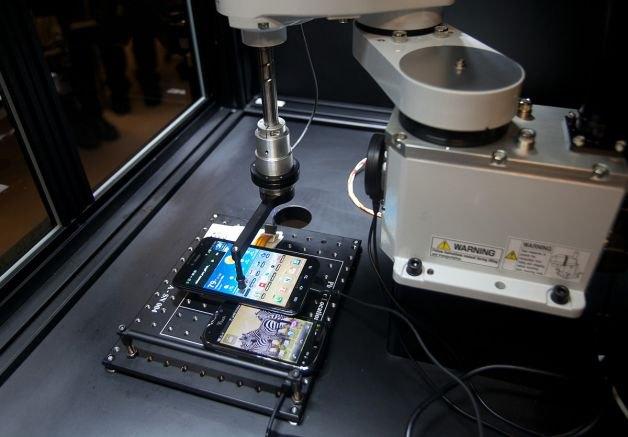 Робот Tappy, разработанный для тестирования смартфонов компанией T-Mobile