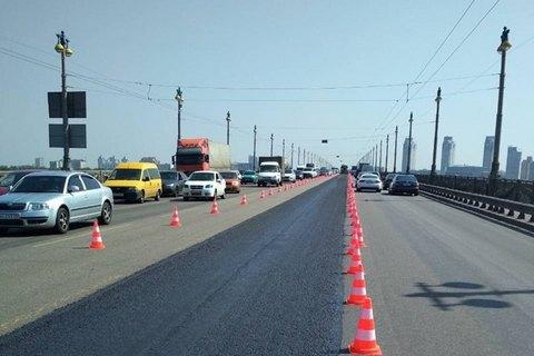 В Киеве до 24 февраля ограничат движение транспорта по мосту Патона