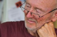 Помер чоловік, який першим у світі отримав щеплення від коронавірусу