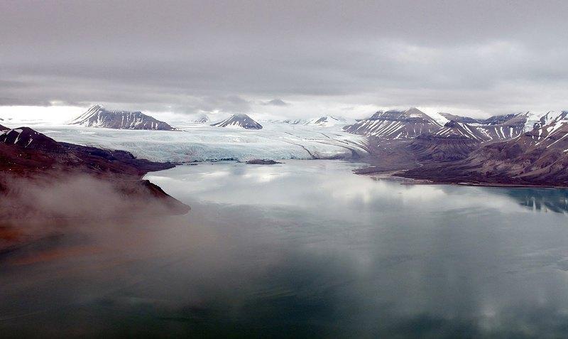 Вид с Пирамиды на ледник Норденшельда.