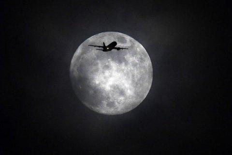 NASA оголосило конкурс серед приватних компаний, які полетіли б на Місяць і привезли зразки пилу та ґрунту