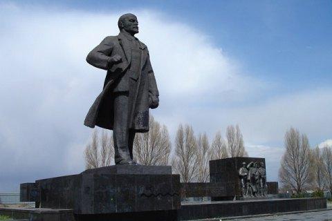 Горсовет Мариуполя намерен отозвать памятники Ленину с аукциона