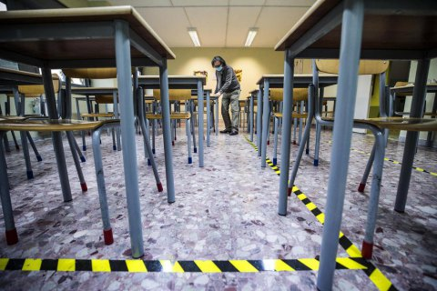У Рівному учні середніх і старших класів повертаються на очне навчання