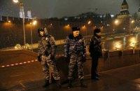 Вандали розгромили імпровізований меморіал на місці вбивства Нємцова