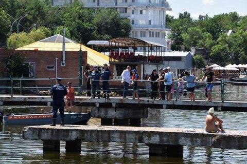 У Миколаєві 14-річна дівчина на спір стрибнула з пірсу і потонула