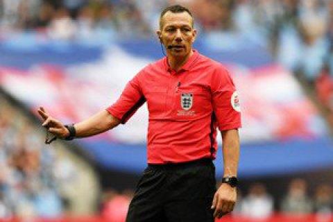 Перед финалом Кубка Англии арбитр нелепо подбросил монетку, и она улетела ему за спину