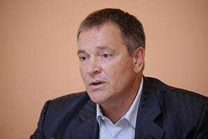 Власть не будет менять закон о выборах, - Колесниченко