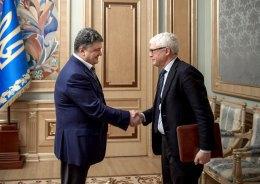 Порошенко назвал борьбу с коррупцией одним из главных приоритетов 2015 года