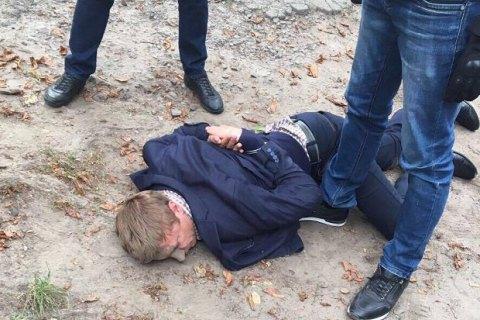 Руководителя земельной комиссии Фастовского горсовета задержали завымогательство