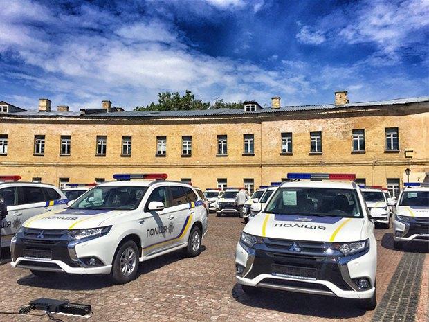 Українська поліція отримала 635 нових автомобілів Mitsubishi Outlander