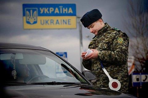 На кордоні з Кримом затримали мікроавтобус, оголошений у розшук Інтерполом