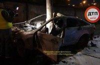 У Києві на Борщагівській BMW влетів у стовп і загорівся