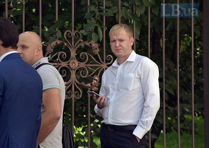 Нардеп Федор Бондюженко по зданием суда