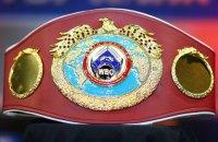 Усик отказался от третьего чемпионского пояса