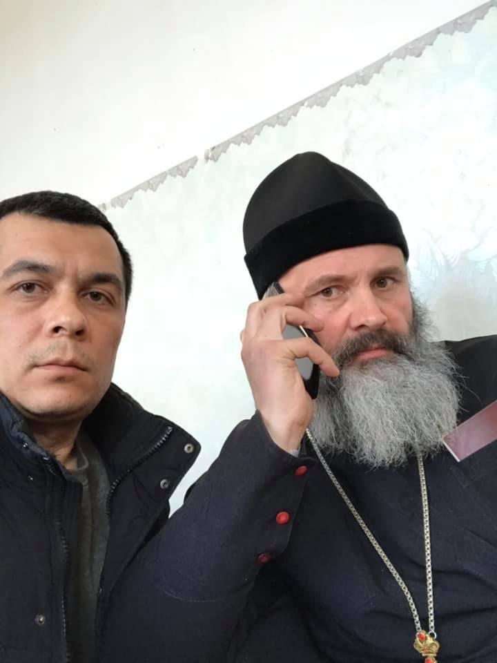 Архиепископ Климент и адвокат Эмиль Курбединов в райотделе