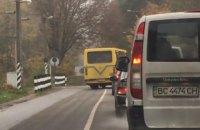 Водителя львовской маршрутки лишили прав за снятый на видео опасный маневр