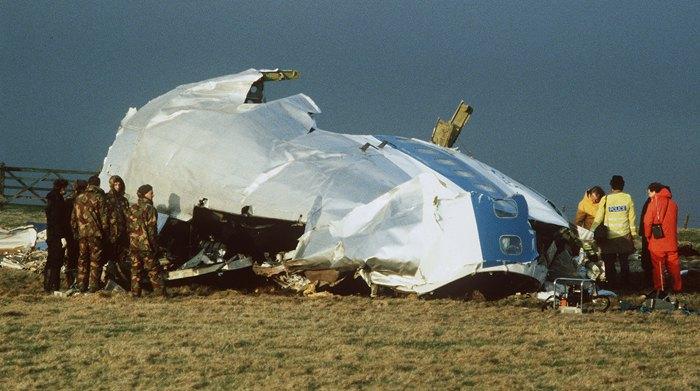 21 декабря 1988 г авиалайнер Boeing 747-121 Pan American, летевший из Лондона в Нью-Йорк, был взорван в небе над Локерби и рухнул на жилые дома.