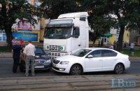 Два ДТП парализовали движение на оживленной улице на левом берегу Киева