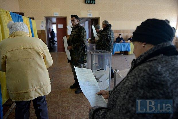 Вторая часть бойцов 12-го батальйона, которых заменили на блок-постах, дав возможность проголосовать
