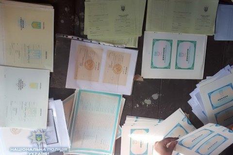 Кіберполіція затримала шістьох підозрюваних у підробці документів