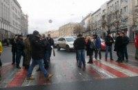 Харківські активісти кинули депутата в сміттєвий бак і розійшлися