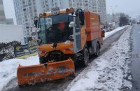 В Киеве на уборку снега выехали 382 единицы техники