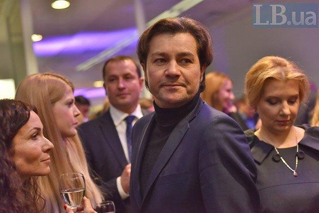 Евгений Нищук (в центре)