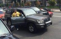 Власники МАФів частково перекрили Хрещатик своїми джипами