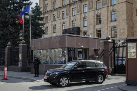 Чехия требует от России вернуть высланных дипломатов, в Кремле ответили