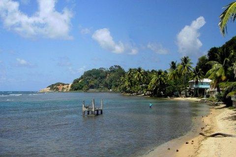 Для украинцев отменили визы в Доминику