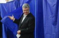 Порошенко проголосував у київському Будинку офіцерів