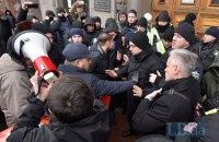 Противники киевских строек перекрывали Крещатик возле КГГА
