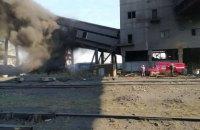 На территории Авдеевского коксохимического завода с пожаром боролись 34 спасателя