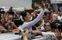 Лидер оппозиции Мьянмы впервые за 40 лет посетила Индию