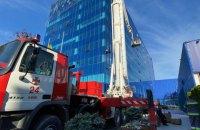 У Києві сталася пожежа у десятиповерховій адмінбудівлі, полум'я гасили 45 рятувальників