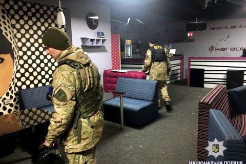 """Через """"мінування"""" у Харкові з нічного клубу евакуювали 1500 осіб"""