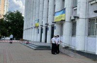 У Вишгороді чоловік влаштував стрілянину біля міської ради