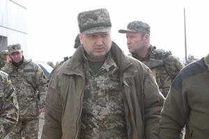 Турчинов призвал не экономить на армии в 2015 году